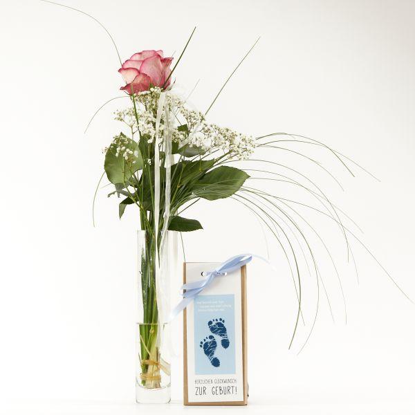 "Blumengruß ""Roséfarbene Rose"" mit handgeschöpfter Schokolade ""Glückwunsch zum Jungen"""