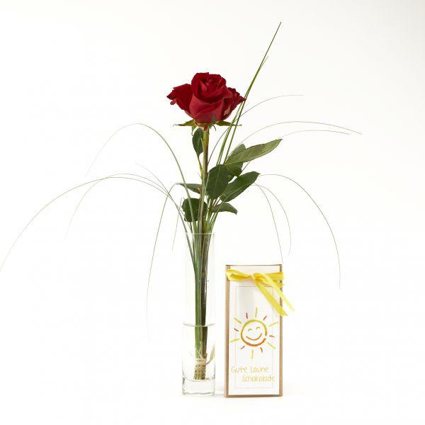 """Blumengruß """"Rote Rose"""" mit handgeschöpfter """"Gute-Laune-Schokolade"""""""