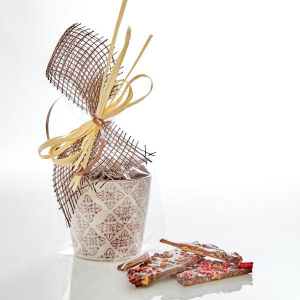 Keramik-Töpfchen mit Bruchschokolade